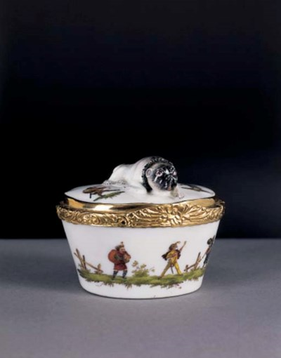 A GOLD-MOUNTED MEISSEN SNUFF-B