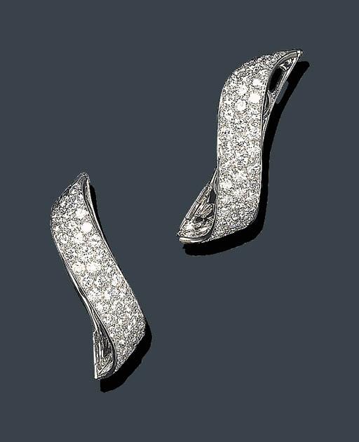 A PAIR OF DIAMOND PEARL ENHANC