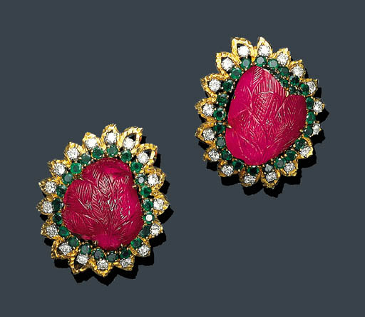 A PAIR OF CARVED RUBY, EMERALD