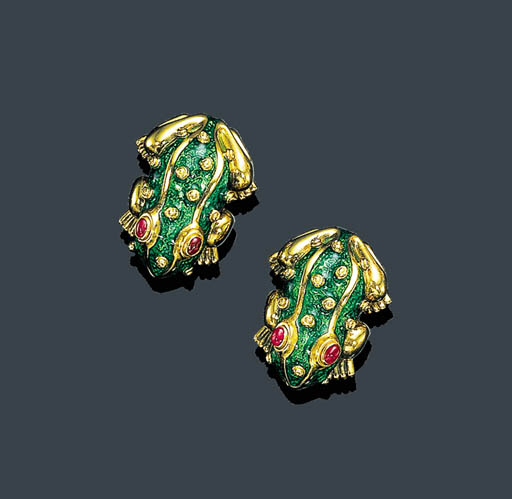 A PAIR OF RUBY, ENAMEL AND GOL