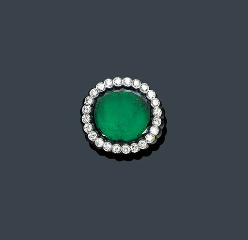AN EMERALD AND DIAMOND RING, V