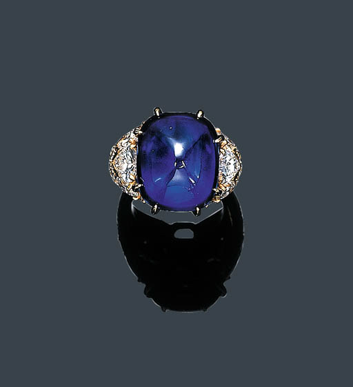 A FINE CABOCHON SAPPHIRE AND D