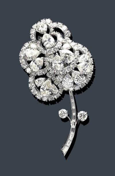 A DIAMOND FLOWER BROOCH, MARIA