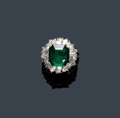 AN EMERALD AND DIAMOND RING, M