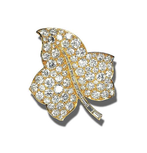 A DIAMOND FOLIATE BROOCH, VAN