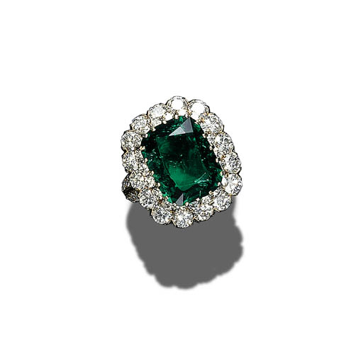 A HISTORIC EMERALD AND DIAMOND RING, VAN CLEEF & ARPELS