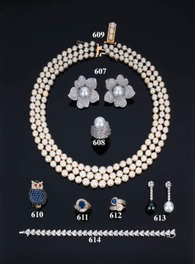 Paio di orecchini con perla e