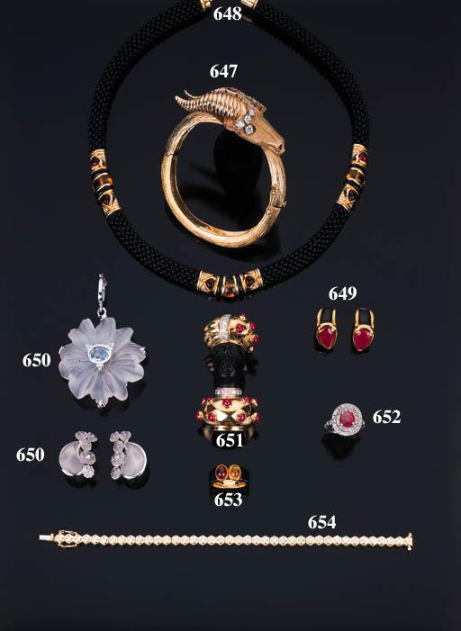 Anello con rubino e brillanti