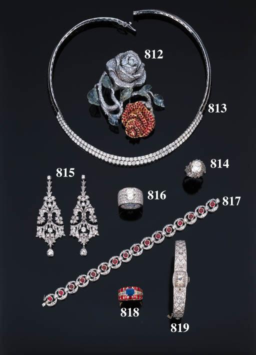 Anello con zaffiro, rubini e d