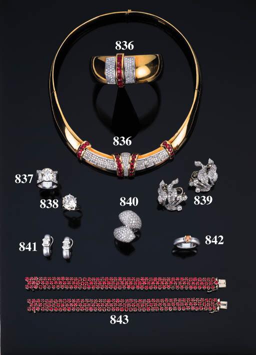 Paio di orecchini con diamanti