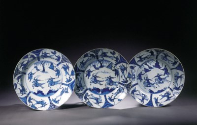 A set of three large blue and