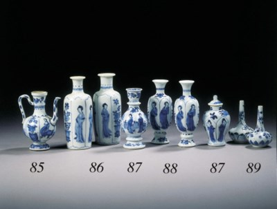 A pair of blue and white cylin