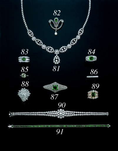AN 18K WHITE GOLD AND EMERALD