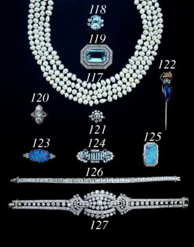 A WHITE GOLD AND DIAMOND LINE