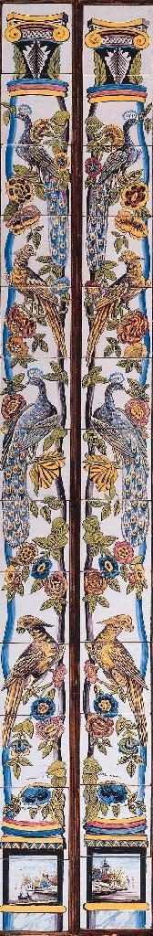 A pair of Dutch floral tilepil