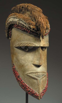 A RARE NEW IRELAND MASK