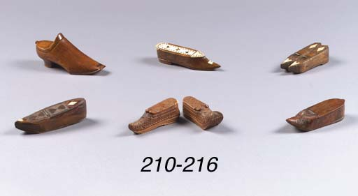 A boxwood 'snuff' shoe