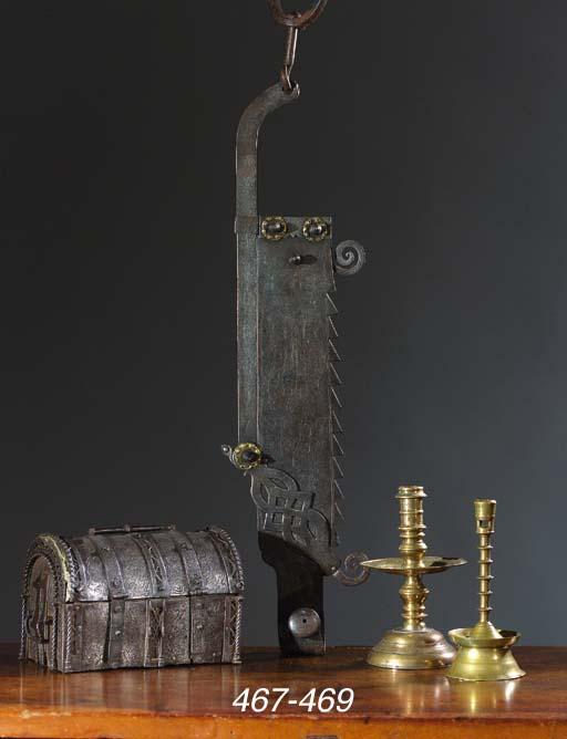 An iron adjustable cauldron ho
