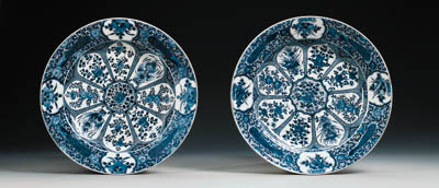 A PAIR OF LARGE BLUE AND WHITE