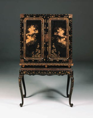 A CHINESE-EXPORT LACQUER CABIN