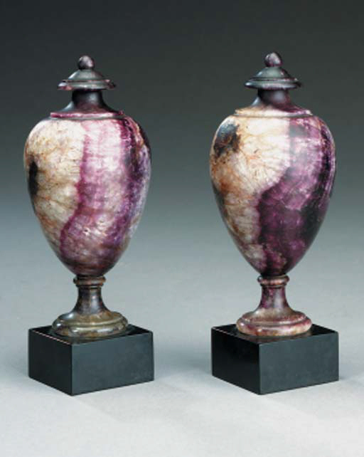 A PAIR OF SOLID BLUEJOHN ORNAM