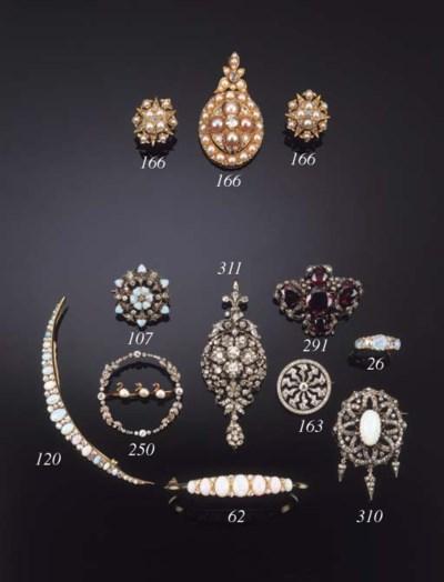 An Edwardian diamond brooch,