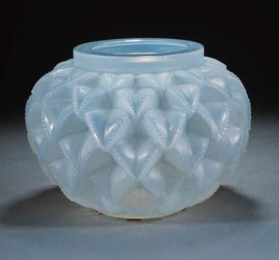 'LANGUEDOC' A GLASS VASE