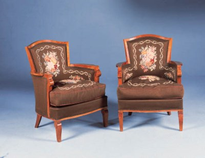 A SUITE OF THREE UPHOLSTERED W