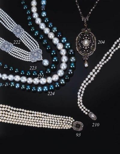 A South Sea cultured pearl, di