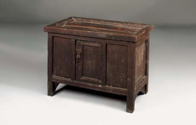 An oak cupboard, English, prob