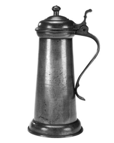 A straight sided pewter flagon