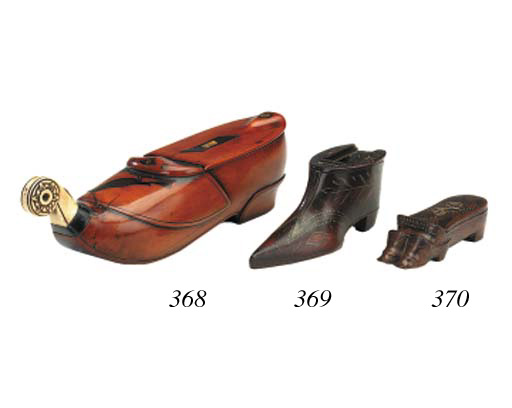 A treen shoe snuff box, mid 19