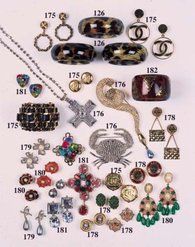 A cross brooch/pendant, made u