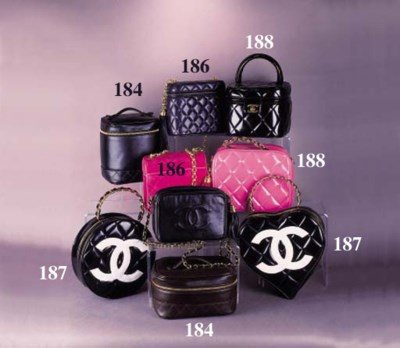 A square handbag of quilted bl