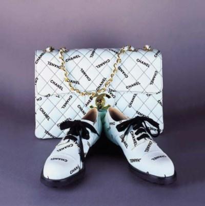 A handbag of mint green canvas