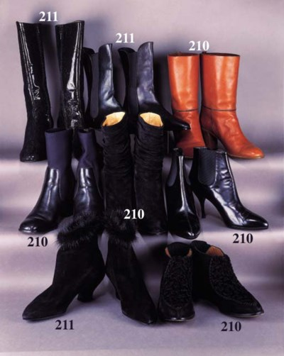 A pair of black leg boots in p