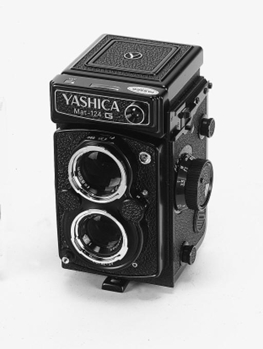YASHICA MAT-124G NO. 9111838