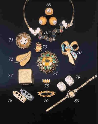A diamond decorated brooch,
