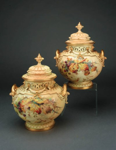 A pair of Royal Worcester blus