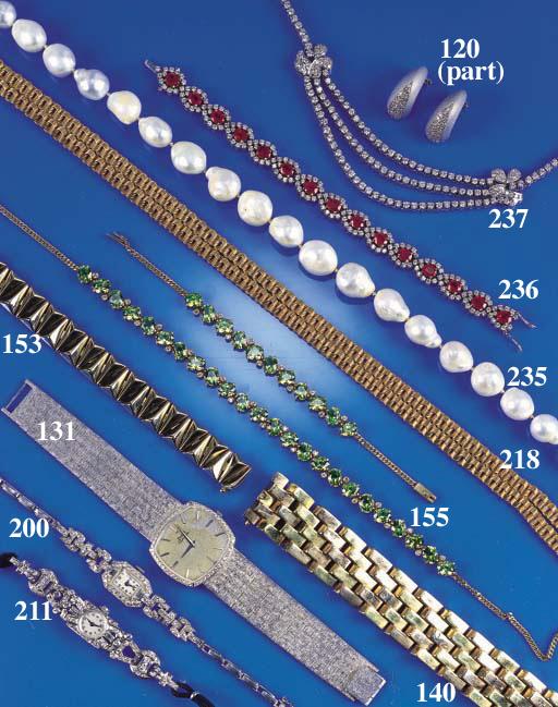 A 9ct. gold bracelet,