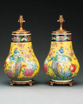 A pair of Japanese porcelain v