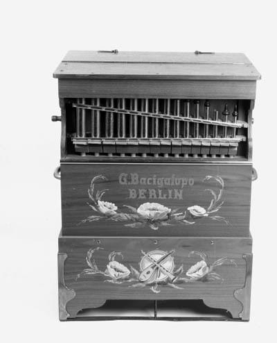 A twenty-six key barrel organ