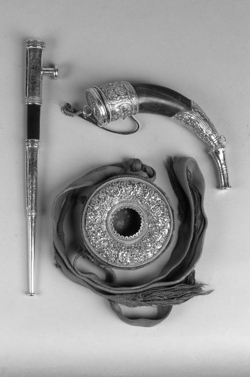 A Tibetan silver mounted powder horn