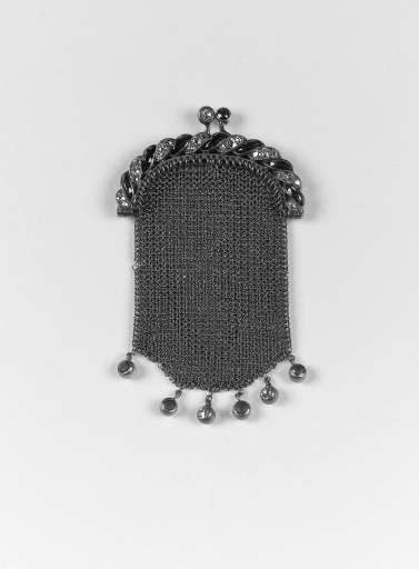 A late 19th. Century diamond and sapphire coin purse,