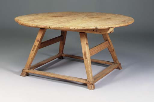 A large pine circular table, S