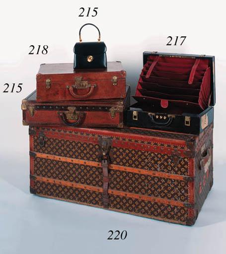 A Louis Vuitton case of tan le