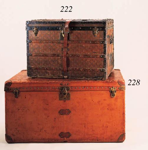 A Louis Vuitton courrier trunk