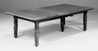 AN EXTENDING DINING TABLE, 19T