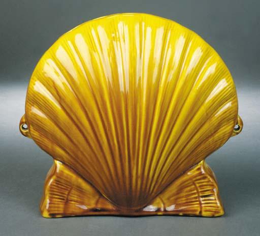 An Ault shell shaped flower va