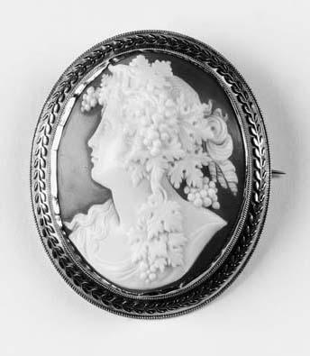 An oval shell cameo brooch